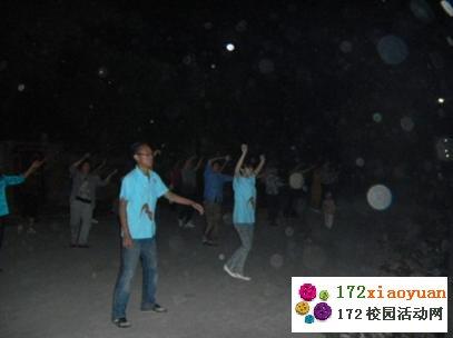 舞蹈传情,相聚今晚—实践队与村民共舞