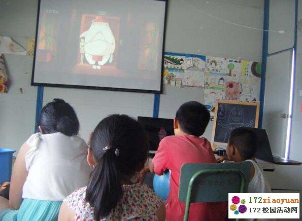 \温暖雅安\志愿者团队组织思延-小学生观赏电影